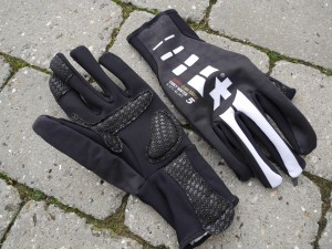ASSOS-Early-Winter-Gloves-S7-front-back