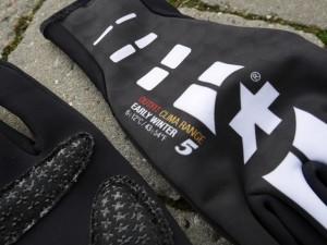 ASSOS-Early-Winter-Gloves-S7-upperside