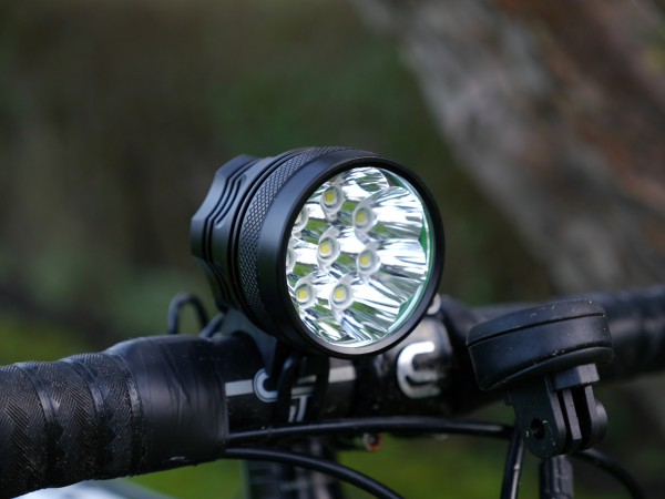 UltraLED-MTB-12000-Cykellygte-front-angle