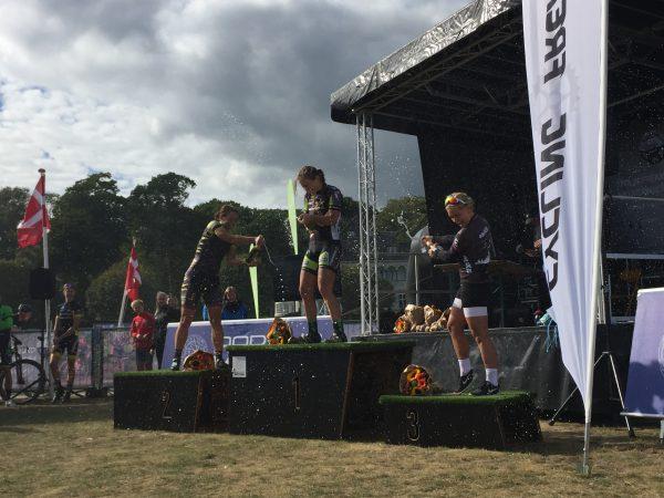 aarhus-mountainbike-challenge-2016-woman-champagne