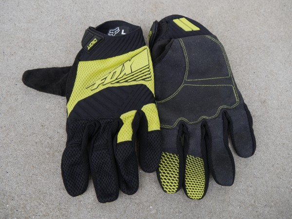 fox-digit-gloves-front-and-back