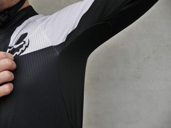 fox-livewire-race-ls-jersey-underarm