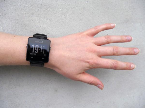 garmin-vivoactive-girl-wrist